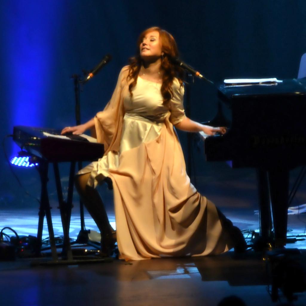 美国著名另类摇滚女歌手多莉・艾莫丝tori