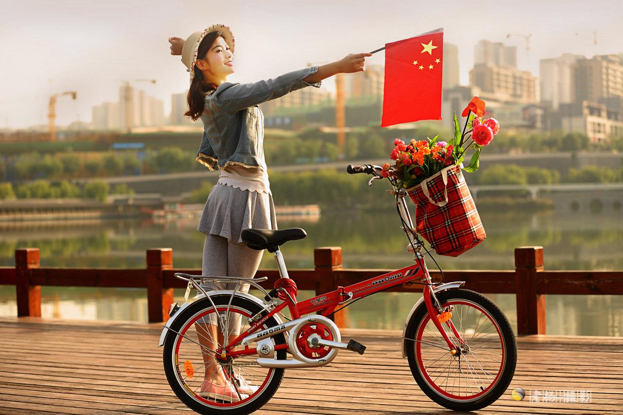 单车美女去郊游 7张