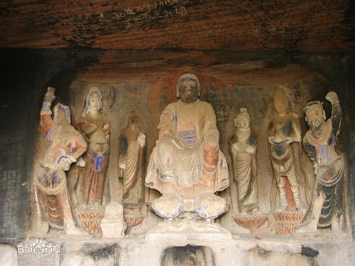 两侧佛窟中的造像