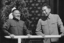 1963年10月,周恩来和邓小平在天安门城楼上