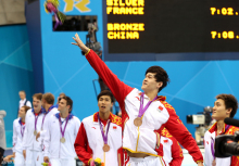 孙杨和队员获得男子4*200米自由泳接力铜牌