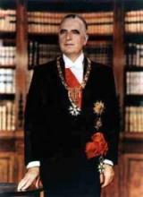 法国前总统蓬皮杜配戴大十字勋章