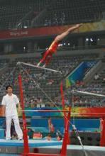 奥运会高低杠比赛中
