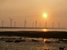 台湾台中高美湿地的风力发电机