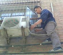 空调移机必须配带安全带,防止意外发生
