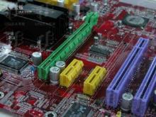 PCI Express插槽(黄和绿色)