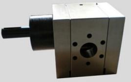可以实现用多台中小型挤出机同时向一台熔体泵供料,熔料经熔体泵增压图片