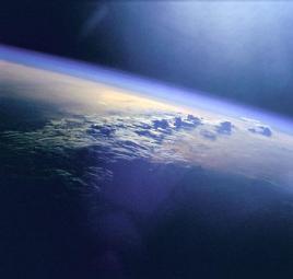 标准大气压为:1.013×10^5pa(帕斯卡)图片