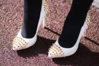 高跟鞋怎样踩人能起到防身的最佳效果