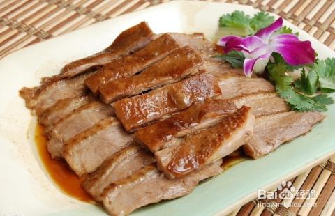 地方特色_极具地方特色的卤鹅肉,精选本地狮头鹅制成,营养丰富.