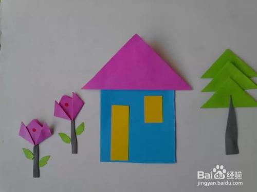 再剪一个三角形彩纸做小房子的屋顶如图: 10 剪小房子的门窗并粘贴在图片
