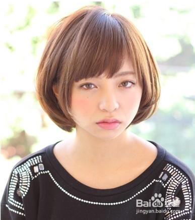 最新小脸女生中短发发型 气质又可爱图片