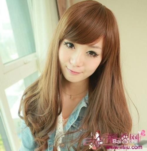 6 4,甜美迷人女学生长发 这样的一款长直发发型依然是最流行风格,有图片