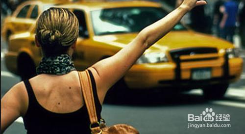 女性单独外出乘车时应如何自我保护