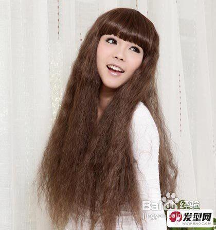 > 美发  4 大家看看这款长卷发是不是非常个性呢,采用了大胆的烟花烫图片