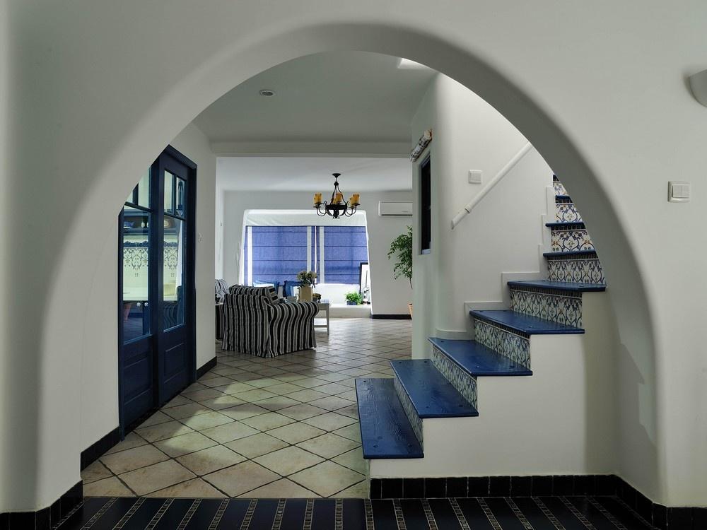 2013地中海风格别墅家装楼梯间与客厅过道地砖装修效果图 高清图片