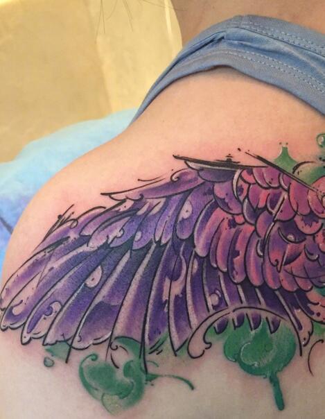 辣妈大s放飞自我 肩膀纹大片翅膀纹身图片图片