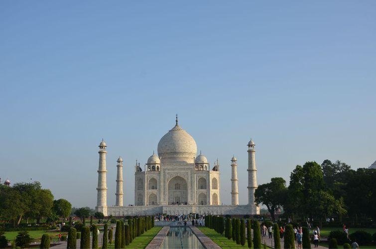 全部用白色大理石建成的宫殿式陵园,是一件集伊斯兰和印度建筑艺术于图片