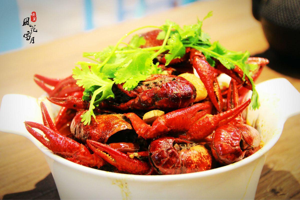油焖大虾,结果上来的是一大碗小龙虾,我也是醉了,不过这小龙虾个特别图片
