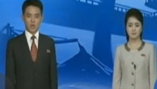 """朝鲜""""花美男""""播音员亮相风格活泼柔和"""