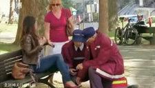 屌丝吼不住啊!美女坐路人大腿搞恶视频