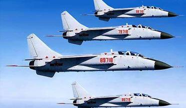 中国6架飞豹战机驱离美航母编队