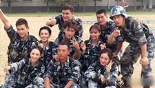 杨幂佟丽娅穿军装录节目 两位辣妈颜值高