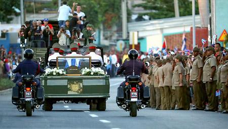 卡斯特罗葬礼持续90分钟 未向民众电视直播