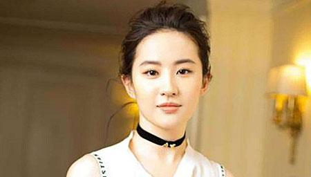刘亦菲晒美照,素颜出镜