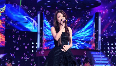 张韶涵翻唱经典老歌台下轰动