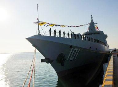 中国海军首艘万吨大驱正式入列