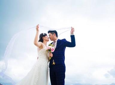 外国新人在航班上举行婚礼