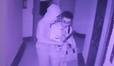18岁男子隐匿地下停车场抢劫
