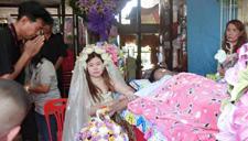 泰女子穿婚纱嫁身亡男友
