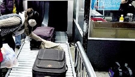 小心!旅客丢失行李 铁警接力找回