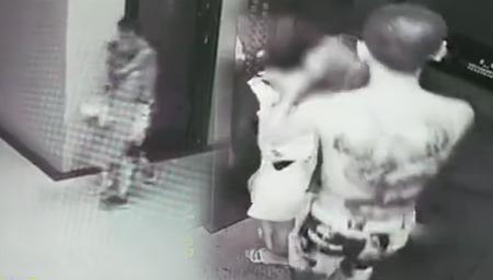 两女子深夜电梯被抢劫全程