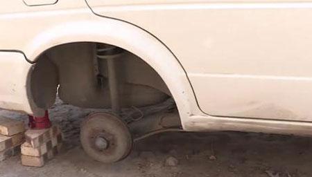 小伙居家隔离主动卸掉车胎