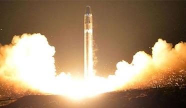 """朝鲜发射""""火星15"""""""