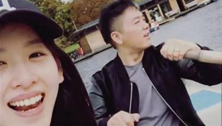 刘强东为奶茶妹妹摇桨划船