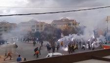 如同战场!土耳其球迷街道互射烟花弹&暴力冲突