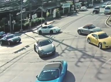 太疯狂!泰国32辆保时捷横行马路