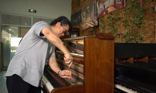 为毛泽东演奏的钢琴由他修复,这位调律大师到底什么来头?
