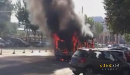 实拍沈阳公交车自燃烧成空架子 两天两起原因未知