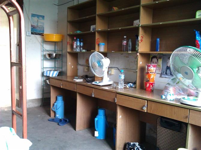 安徽工业大学工商学院的女生宿舍图片_百度知道