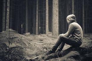 求一张男生最孤独最悲伤的图片 动漫的更好