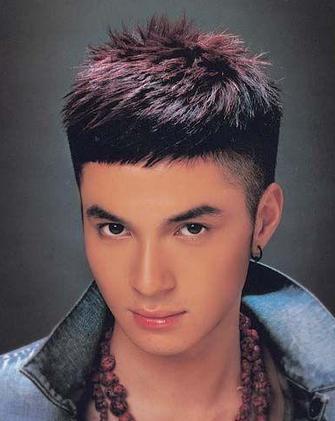 男生发际线高,发质软适合什么样的发型?图片