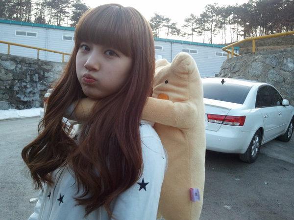 圆脸娃娃脸大眼睛正常肤色20岁女生适合烫哪种发型?