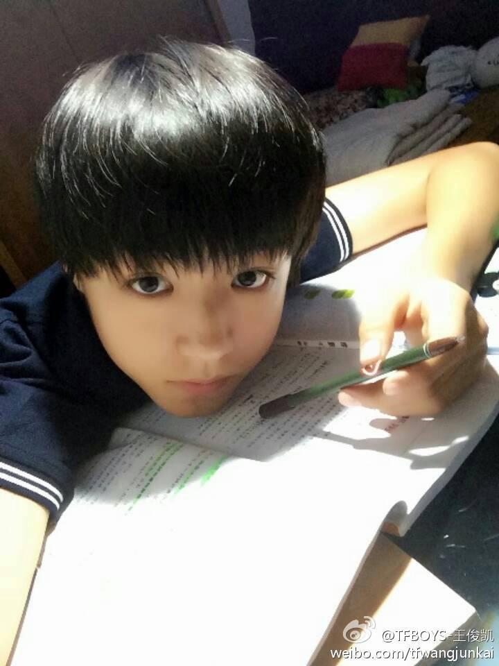 谁有王俊凯的照片?要超帅超萌的图片