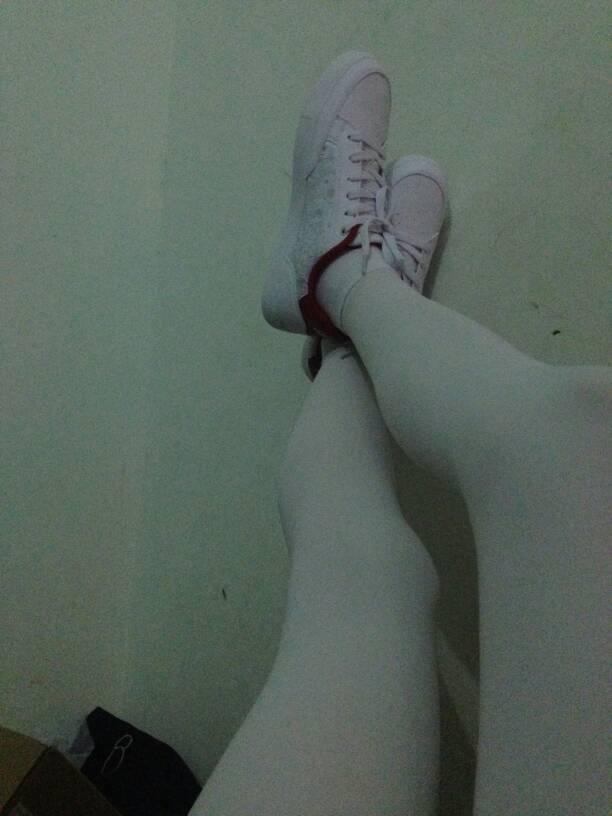 女生在家穿白丝袜套棉袜可以吗