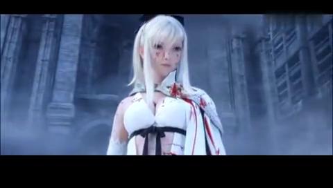 白衣性感美女拿剑人血飞溅电影